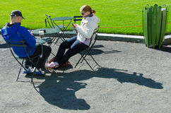 Couple texting in Bryant Park Stock Photography