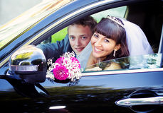 A couple on their wedding day. In a car Royalty Free Stock Images