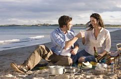 Couple toasting champagne on beach Royalty Free Stock Photography