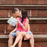 Couple of tourists kissing Royalty Free Stock Photography