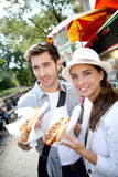 Couple of tourists in new york eating fast food Royalty Free Stock Photo