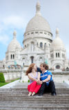 Couple of tourists sitting by Sacre-Coeur Royalty Free Stock Photos