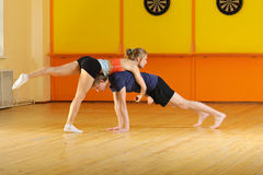 Couple training acrobatics Royalty Free Stock Photography