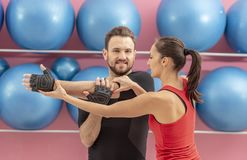 Couple Training in a Gym Royalty Free Stock Photos