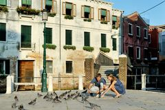 Couple on travel vacation in Venice, Italy Stock Images