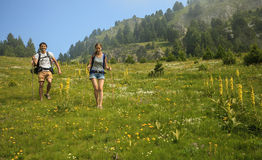 Couple traveling in mountains Royalty Free Stock Photos