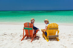 Couple at tropical beach Royalty Free Stock Photography