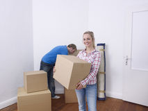 Couple unpacking Royalty Free Stock Images