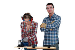 Couple using circular saw Royalty Free Stock Images