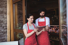 Couple using digital tablet Royalty Free Stock Photography