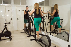 Couple Using Elliptical Machines Royalty Free Stock Images