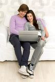 Couple using laptop Royalty Free Stock Photos