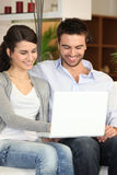 Couple using a laptop at home Royalty Free Stock Photos