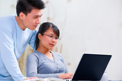 Couple using laptop at home Royalty Free Stock Image