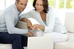 Couple using laptop Royalty Free Stock Photography