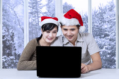 Couple using laptop for searching something Royalty Free Stock Photos