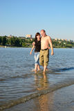 Couple walking along the river Royalty Free Stock Photos