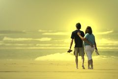 Couple walking in the beach Royalty Free Stock Image