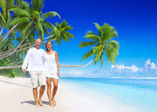 A couple walking on the beach Royalty Free Stock Images