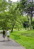 Couple walking in Central Park in New York City Royalty Free Stock Photography