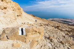 Couple walking desert trail down to Dead sea. Royalty Free Stock Photos