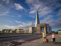 Couple walking on the London Bridge Royalty Free Stock Photos