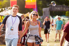 Couple walking through music festival Royalty Free Stock Photos