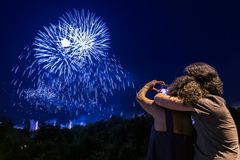 Free Couple Watching Fireworks Show Royalty Free Stock Images - 137546179
