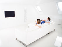 Couple watching tv at home Stock Photography