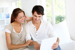 Couple websurfing at home Royalty Free Stock Photography
