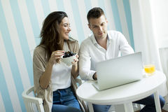 Couple websurfing at home Stock Images