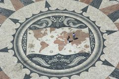Couple on world map, belem, lisbon Royalty Free Stock Images
