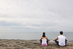 Couple yoga beach Royalty Free Stock Image