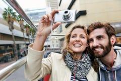 Couples à couvercle serti d'autobus Image libre de droits