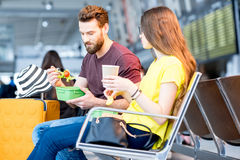 Couples à l'aéroport Photographie stock