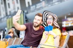 Couples à l'aéroport Images stock