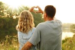 Couples à l'amour et au coeur Image stock