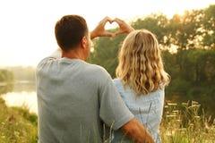 Couples à l'amour et au coeur Images stock