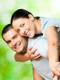 Couples, à l'extérieur photos stock