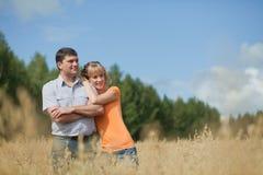 Couples à l'extérieur Photographie stock
