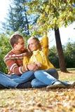 Couples à l'extérieur Images libres de droits