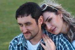 Couples à l'extérieur Photos libres de droits
