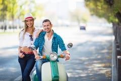 Couples à l'extérieur Photo libre de droits