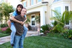 Couples à la maison dans l'amour Photographie stock