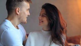 Couples à la maison clips vidéos