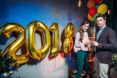 Couples à la partie de nouvelle année Images libres de droits
