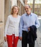 Couples âgés au voyage de vacances Photo stock