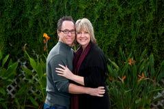 Couples âgés moyens heureux Photographie stock libre de droits