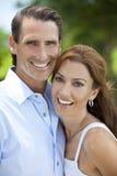 Couples âgés moyens heureux d'homme et de femme à l'extérieur Photographie stock
