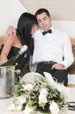 Couples élégants après une réception d'an neuf Image libre de droits